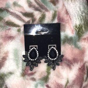 Jewelry - NWOT cluster earrings